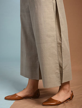 DOPATI - Grey Tie-up Waist Handloom Cotton Pleated Pants with Kantha Embroidery