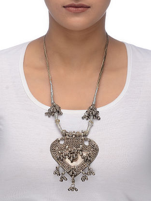 Beige-Silver Thread Tribal Silver Necklace