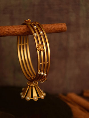 Classic Gold Tone Bangle with Pearls