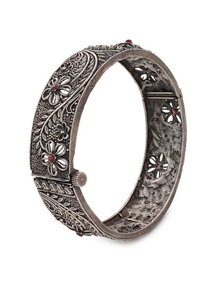 Maroon Tribal Silver Tone Brass Hinged Bangle (Bangle Size: 2/6)
