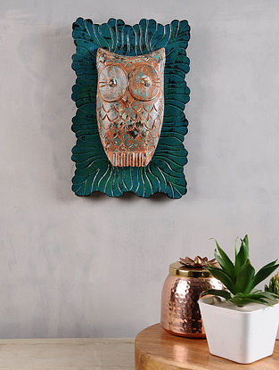 Vintage Inspired Wood Owl in a Green Distressed Wood Frame (11.5in x 8in)