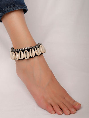 Black Silver Tone Handcrafted Anklet With Shells