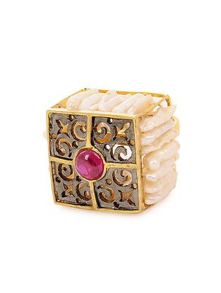 Red Onyx and Pearl Gold Tone Silver Ring (Ring Size - 7)