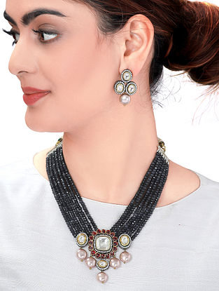 Marroon Black Gold Tone Kundan Necklace with Pearls