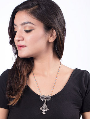 Classic Silver Tone Necklace with Floral Design