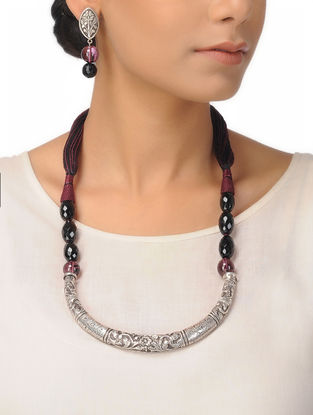 Black Onyx and Maroon Quartz Silver Thread Necklace with a Pair of Earrings (Set of 2)