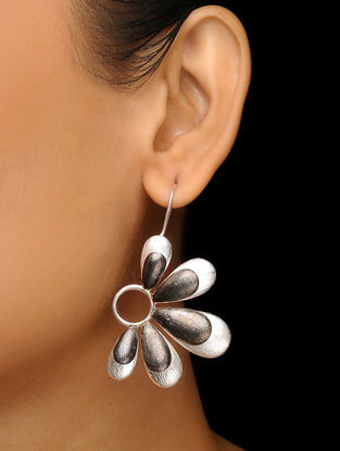 Black Rhodium-Plated Silver Earrings with Floral Design