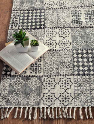 Black-Grey Hand Block-printed Cotton Rug (3.2ft x 2ft)