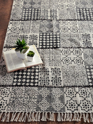 Black-White Hand Block-printed Cotton Rug (5ft x 2.9ft)