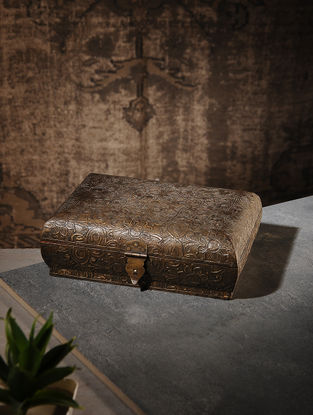 Vintage Wood and Brass Box (L:7in, W:9.5in, H:3.1in)