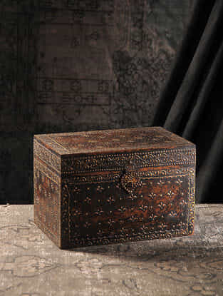 Brown Hand-painted Wood Chest (L:7.6in, W:11.7in, H:7.7in)