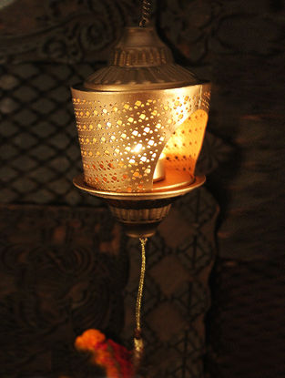 Bela Handcrafted Iron Hanging Tea Light Holder (L:4.3in, W:4.3in, H:7.08in)