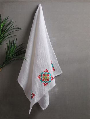 White Embroidered Cotton Bath Towel (58in x 28in)