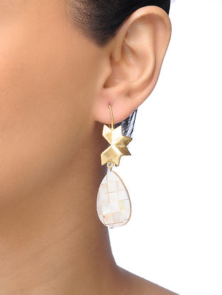 White Gold-plated Brass Pearl Earrings