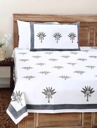White-Grey Block-printed Cotton Double Bedsheet with Pillow Cover (Set of 3)