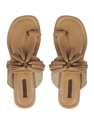 Beige Handcrafted Kolhapuri Flats With Tassels