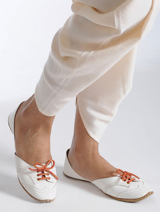 Ivory Handcrafted Juttis with Brocade Laces