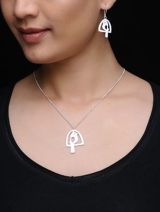 Silver Tone Brass Necklace with a Pair of Earrings (Set of 2)