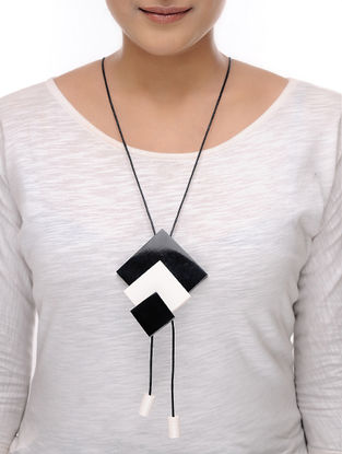 Vaarti Inverto Black-White Cotton and Resin Necklace