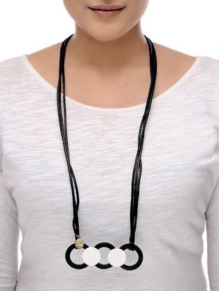 Vaarti Circa Black-White Cotton and Resin Necklace