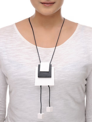 Vaarti Black-White Cotton and Resin Necklace