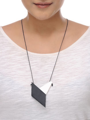 Vaarti Duo Black-White Cotton and Resin Necklace