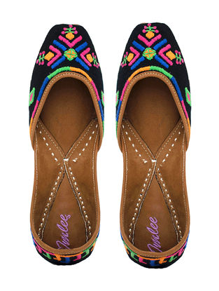 Black Tribal Motif Hand-Embroidered Leather Juttis