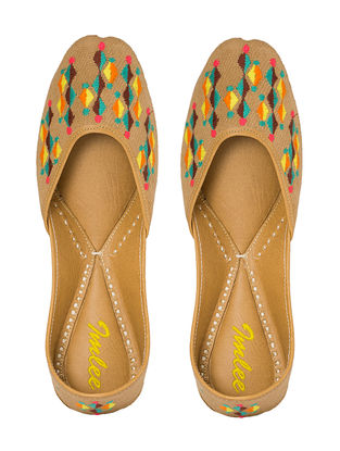 Beige Hand-Embroidered Leather Juttis