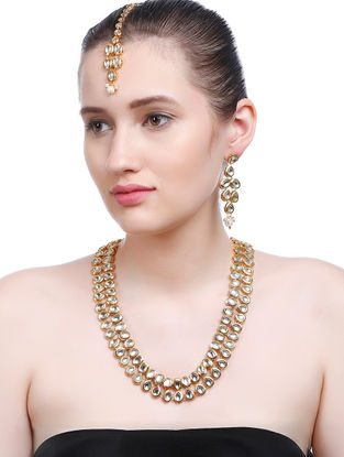 Classic Gold Tone Kundan Inspired Necklace with Earrings and Maang Tikka (Set of 3)