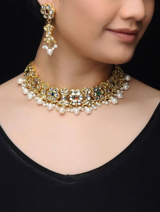White Gold Tone Kundan Inspired Pearl Beaded Necklace with a Pair of Earrings (Set of 2)