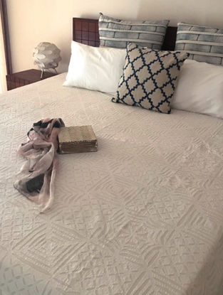 Jen White Applique Cotton Double Bed Cover (108in x 90in)