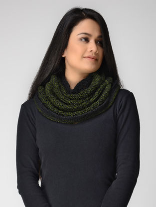 Green-Black Hand-knitted Wool Cowl