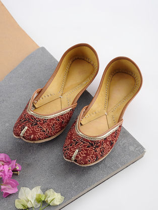 Maroon-Multicolored Handcrafted Printed Cotton and Leather Juttis