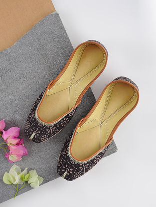 Black-Beige Handcrafted Printed Cotton and Leather Juttis