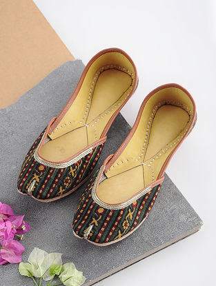 Multicolored Handcrafted Printed Cotton and Leather Juttis