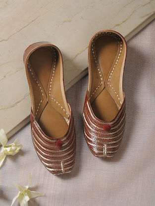 Brown Tilla-Embroidered Leather Juttis