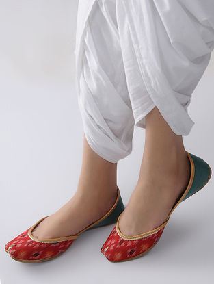 Red-Green Handcrafted Ikat Cotton and Leather Juttis