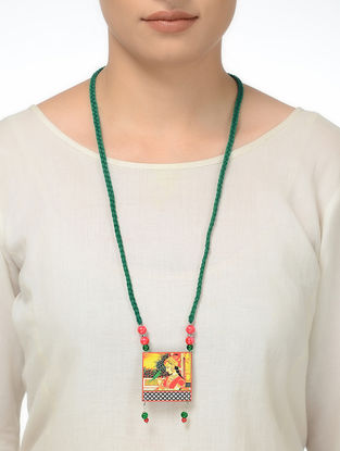 Green Thread Necklace with Queen Motif