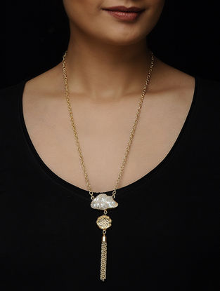 White Pearl Gold-plated Brass Necklace with Theva Work