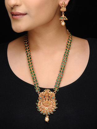 Green Gold Tone Motif Necklace with a Pair of Earrings (Set of 2)