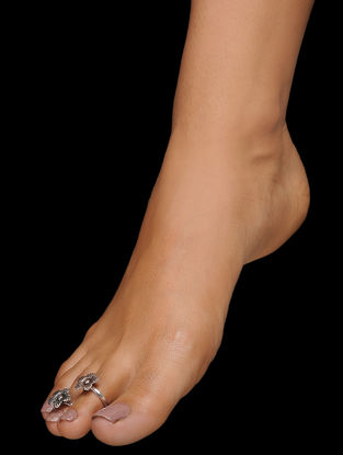 Tribal Silver Toe Rings with Floral Design (Set of 2)