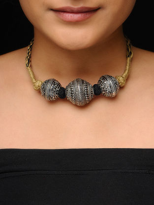 Black-Beige Thread Necklace