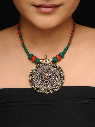 Red-Green Thread Gold Tone Necklace with Floral Motif