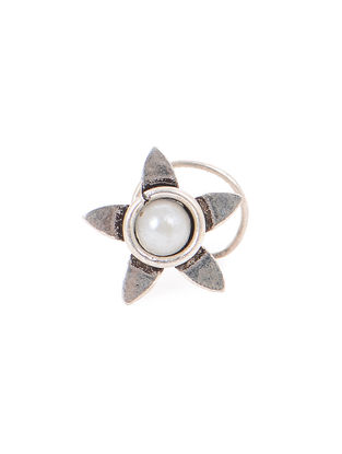 Pearl Silver Nose Pin