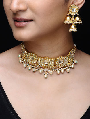 White Gold Tone Kundan-inspired Necklace with a Pair of Earrings (Set of 2)