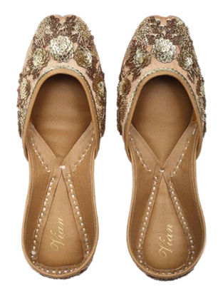 Gold Candy Hand-embroidered Golden Silk and Leather Juttis