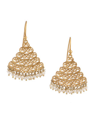Delicate Touch Gold-plated Brass Earrings with Pearls