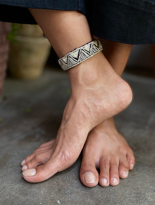 Black White Silver Tone Handcrafted Anklet