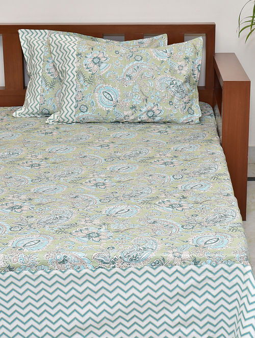 Paisley Printed Cotton King Bedsheet with Pillow Covers