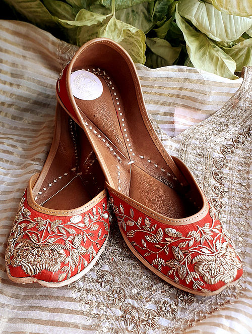 Red Handcrafted Silk Leather Juttis